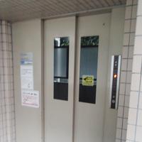 エレベーター:ダイノックシート施工前