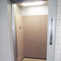エレベーター:ダイノックシート施工後(内観)